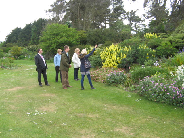 2015 Green Flag judges on garden tour